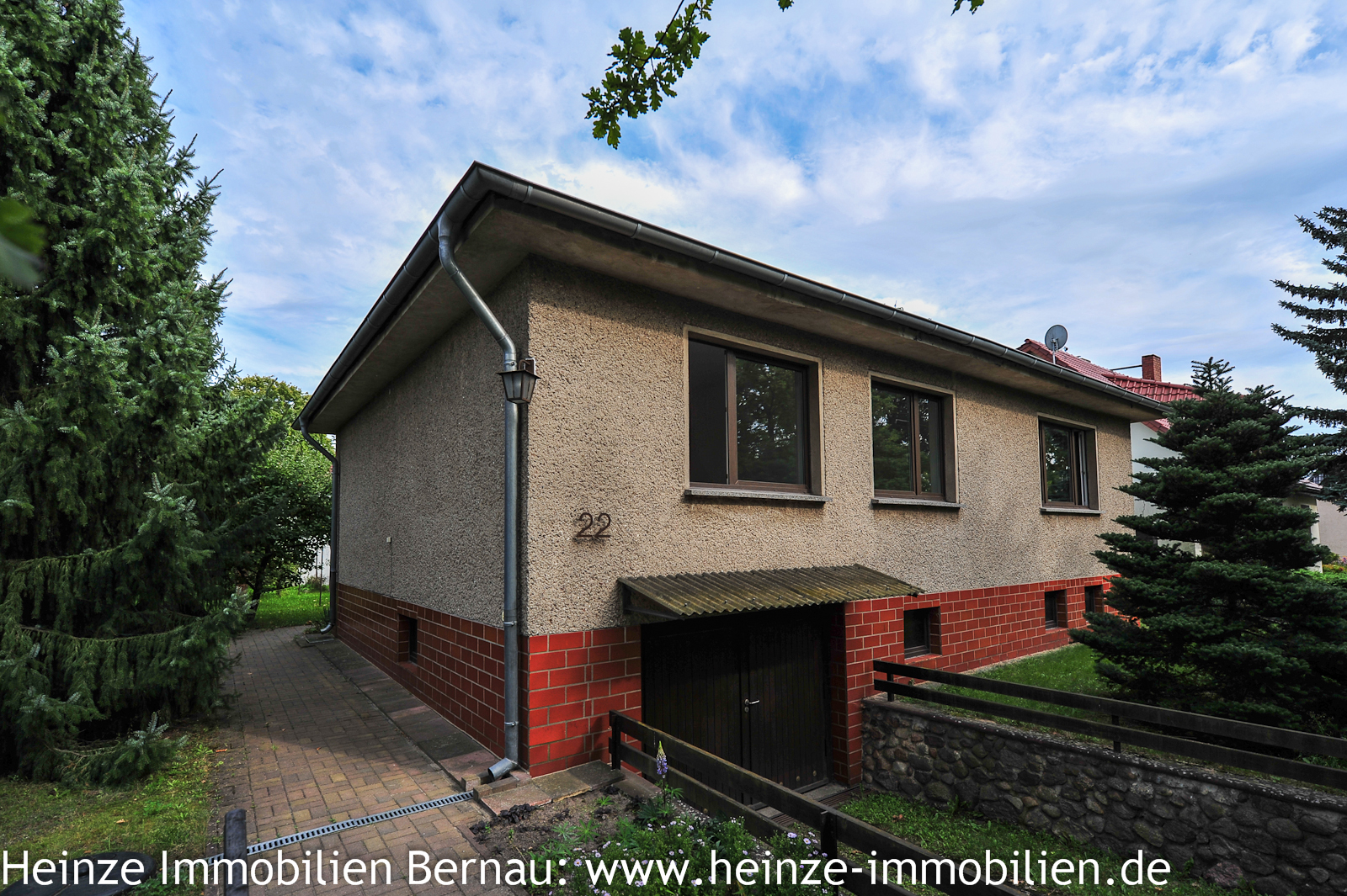 Heinze immobilien massives voll unterkellertes for Immobilien haus