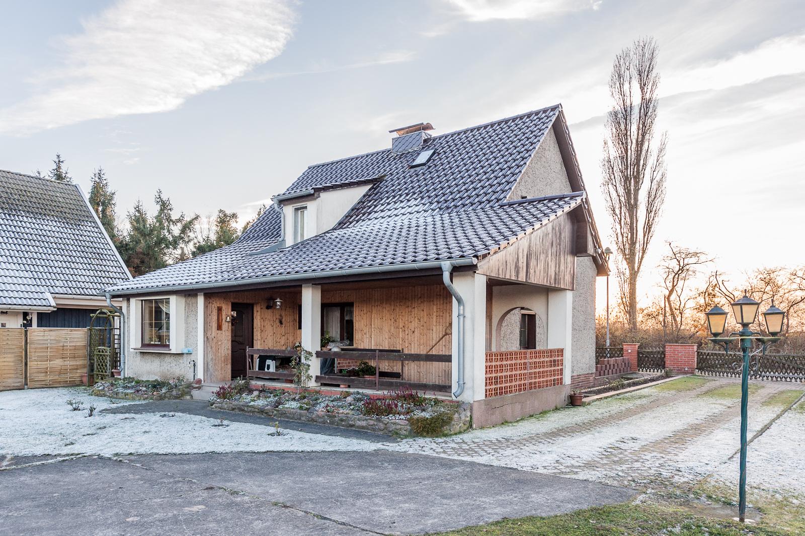 neubauernhaus am ortsrand von l hme zu verkaufen heinze immobilien in bernau. Black Bedroom Furniture Sets. Home Design Ideas