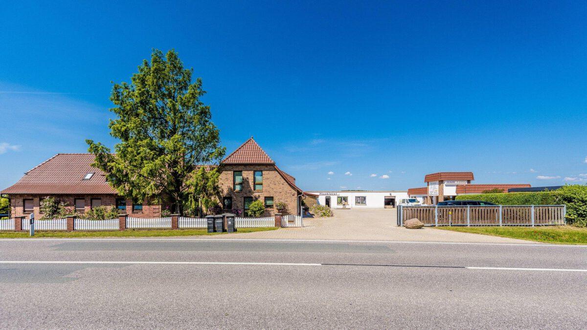 Handwerksbetrieb mit zwei Wohnhäusern und Einliegerwohnung auf dem Land zum Kauf